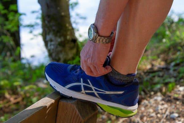poprawianie buta do biegania