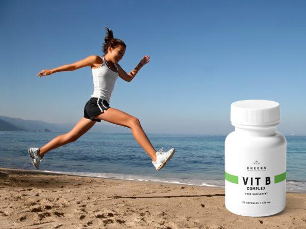 biegacz na plaży i witaminy