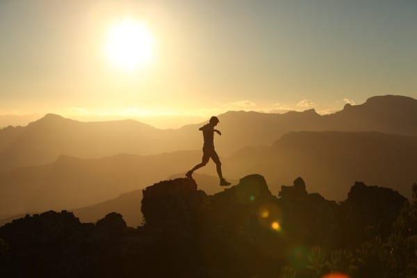 biegacz w górach